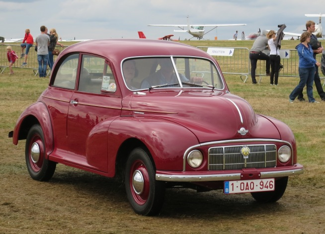 Morris_Minor_MM_(low-lights)_1950_moving