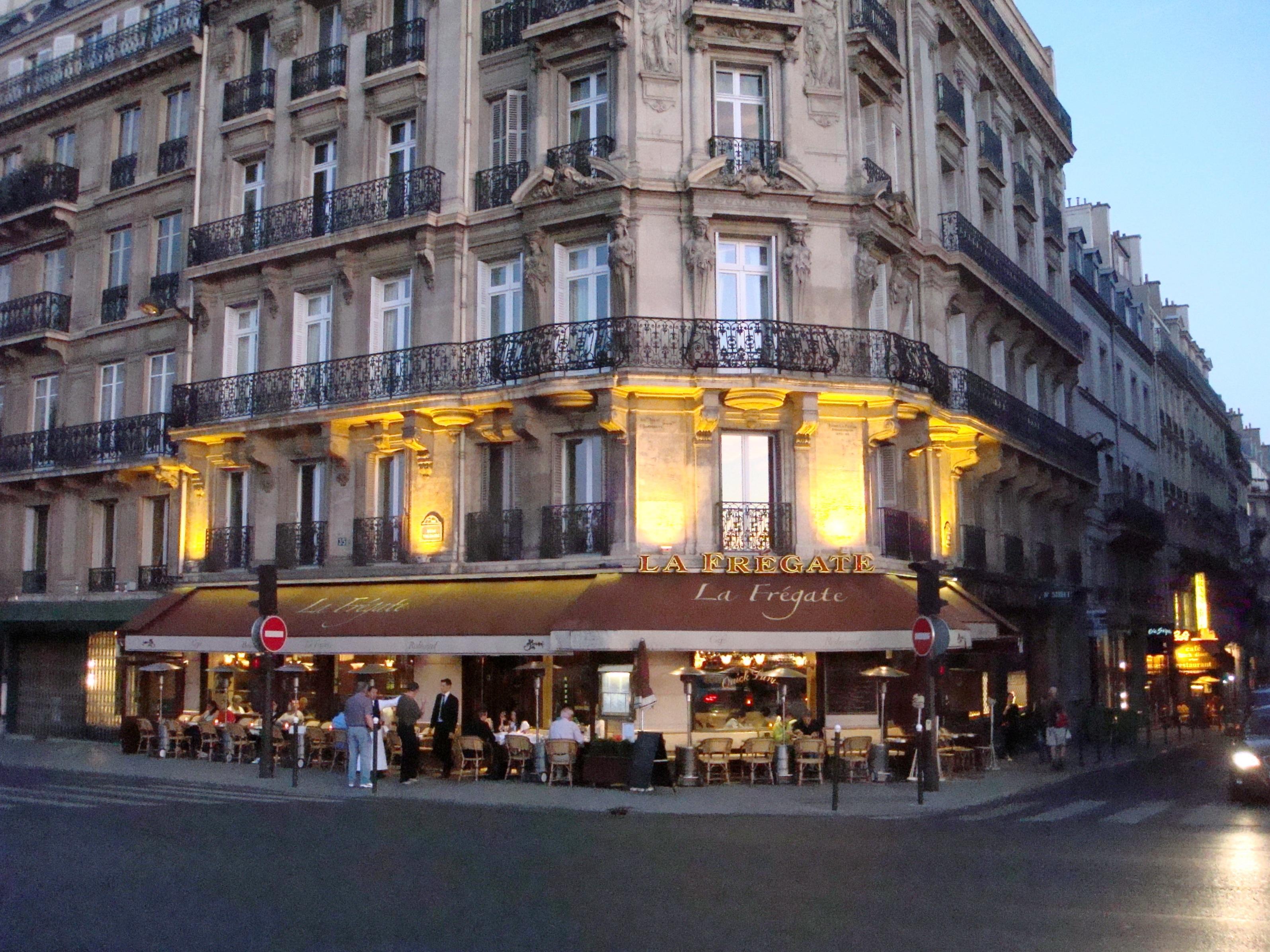 Paris-La-Fregate-cafe-2